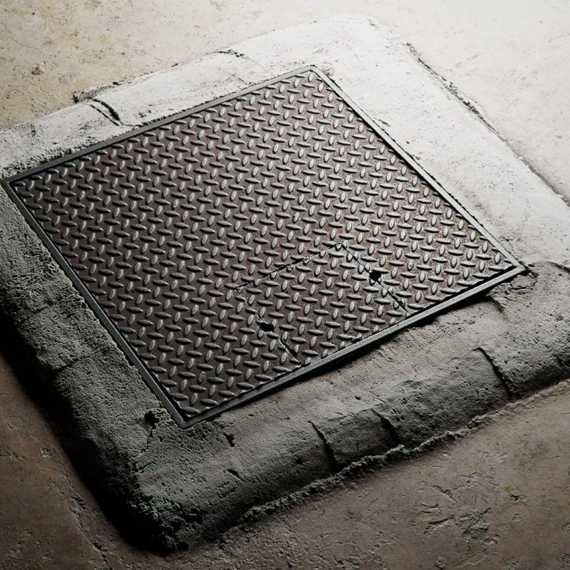 The image shows a manhole cover texture preview made using Friendly Shade textures